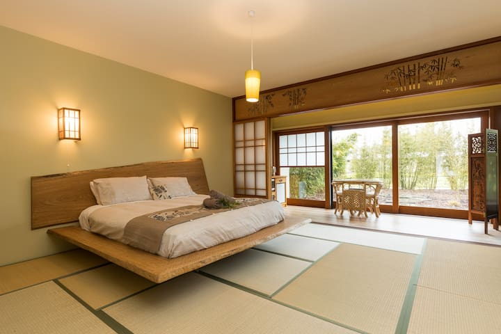 "Coastal Setting Japanese themed ""Bamboo"" room"