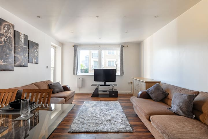 Luxury 2 Bedroom Apartment with Gym & Parking