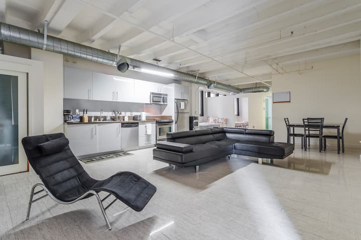 Spacious DTLA 2 Bedroom Loft Sleeps up to 10!!