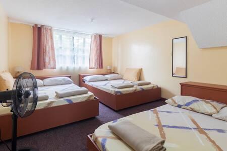 3bedroom 2cr, kitchen, netflix, parking, wifi