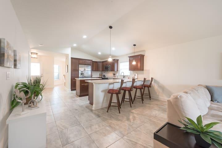 Beautiful furnished home:short/long term options