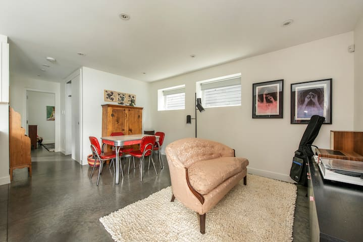 Charming and Spacious 2 bedroom East Van Oasis