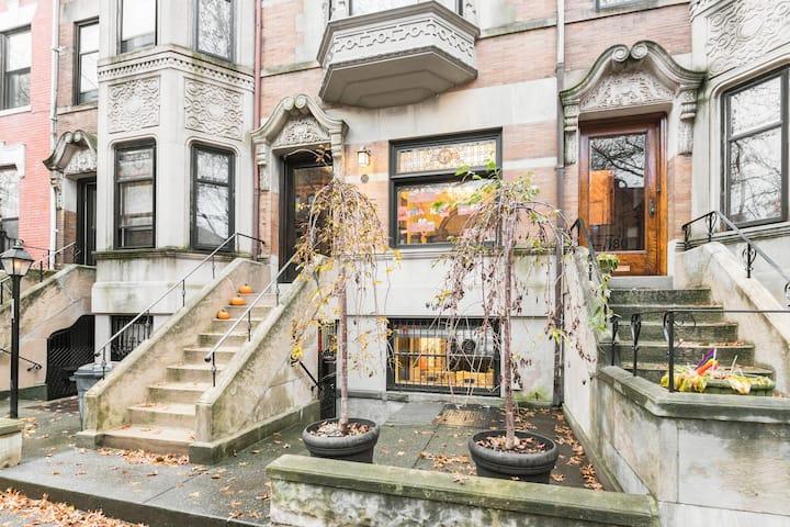 Garden beauty, steps to park, 2 blocks to F subway