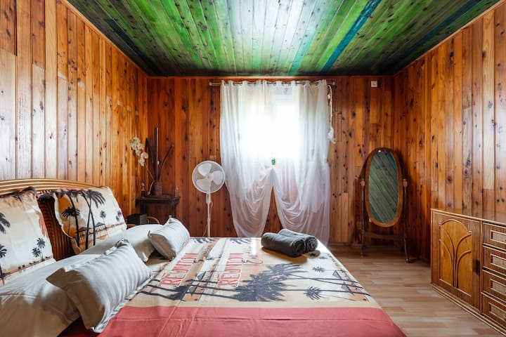 Chambre boisée chez Ti Kaz' Hoareau
