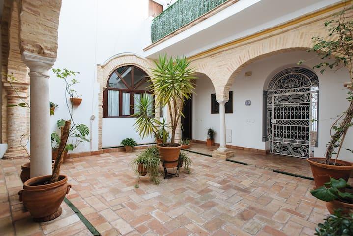 Casa en la Judería, en pleno centro histórico.