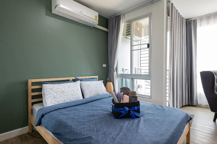 An Entire Cozy Studio near the CBD w/ Pool & Gym.