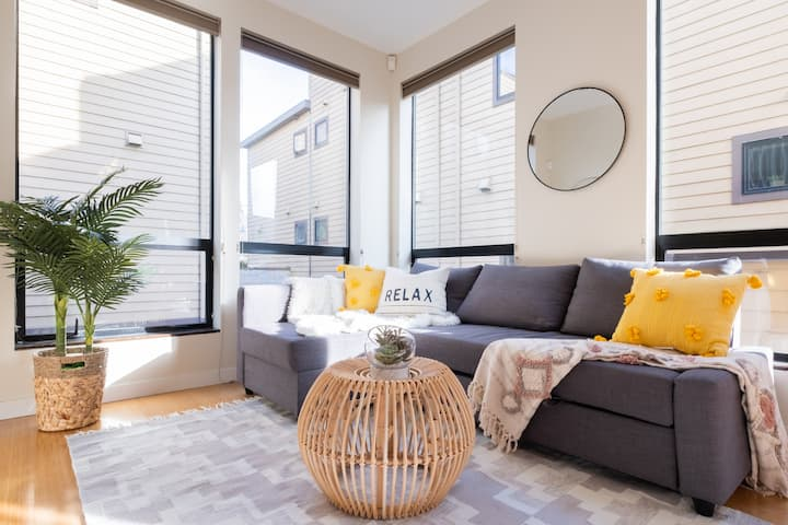 Relax with Friends and Family in a Cozy Townhouse