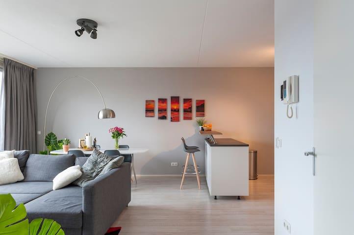 Modern flat, self checkin 10min walk from center