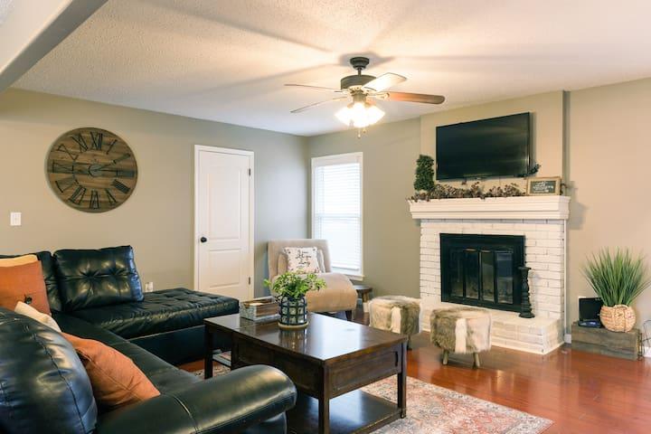 Luxurious Open Floor Plan4Bdrm (2 Master En-suite)