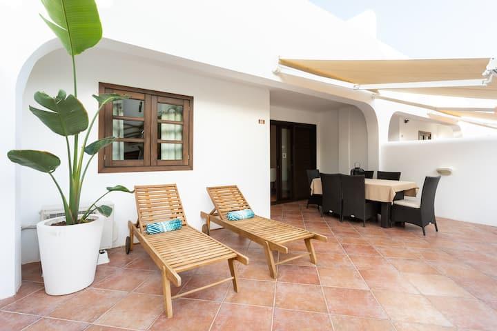 Artsy Tropical Vibe: Terrace&Heated Pool, Sleep 6