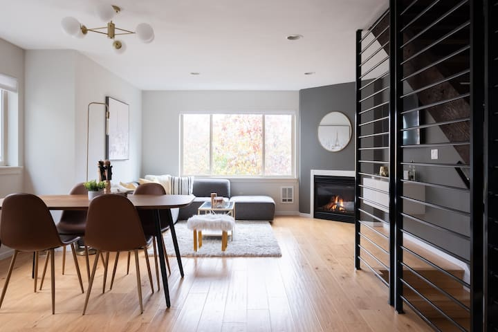 Stylish Urban Loft w/Floating Stairs and Fireplace