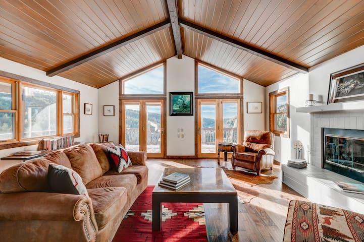 The LGE Montana Cabin- A Quiet Mountain Retreat