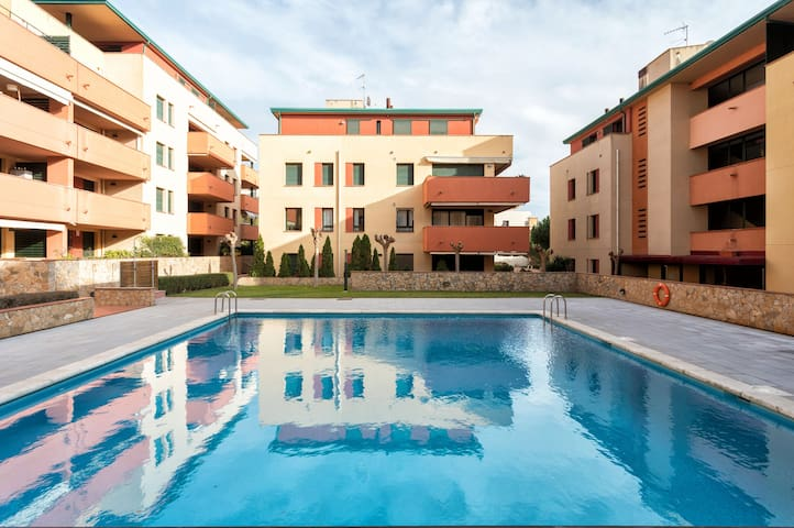 Nice & spacious Flat  with Pool near Fenals Beach