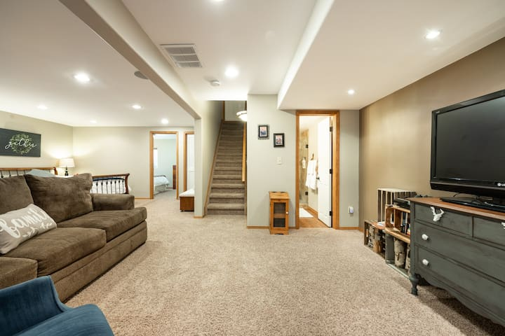 Roomy basement retreat with dry bar & dining table
