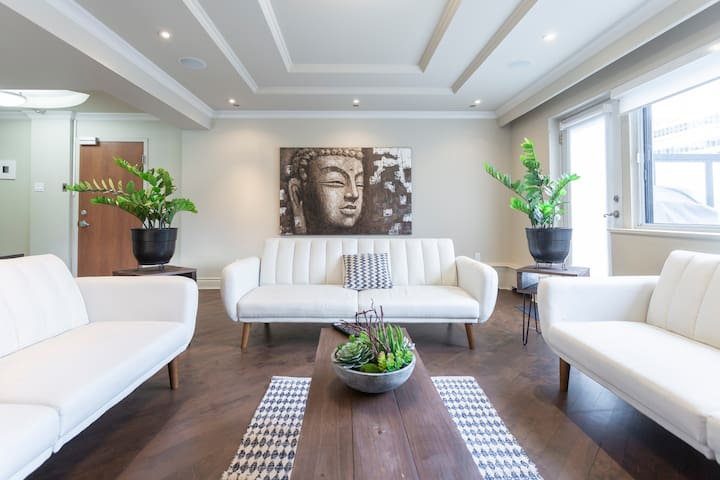 Luxury Penthouse | private rooftop terrace & BBQ