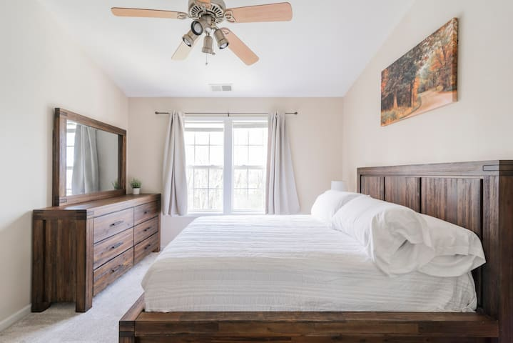 12 Mins to Uptown - Private Bedroom & Private Bath