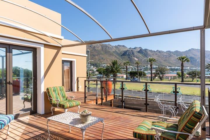 Luxurious family unit /sea view  5min to beach