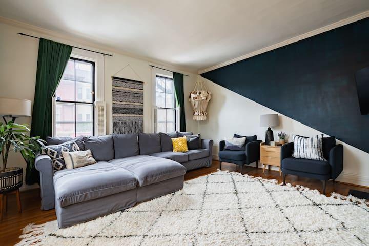 Cozy Blue Cottage + Loft