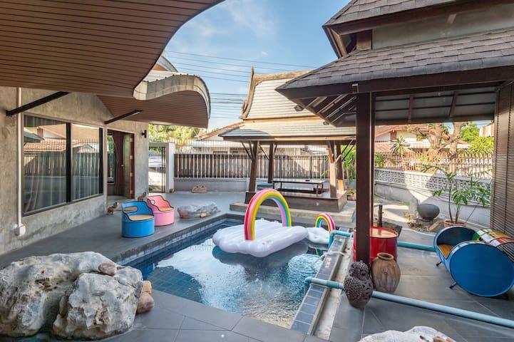 曼谷辉煌区独栋兰纳风格别墅 带泳池花园凉亭 大三房两厅两卫 周边繁华交通便利 免费接机