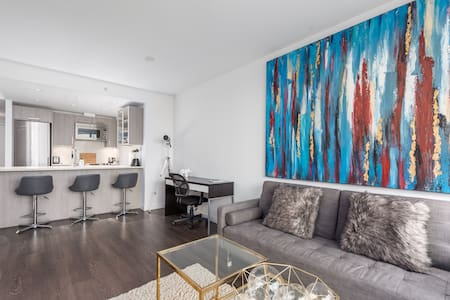 New 1Br Waterfront Suite 5 minutes from Downtown