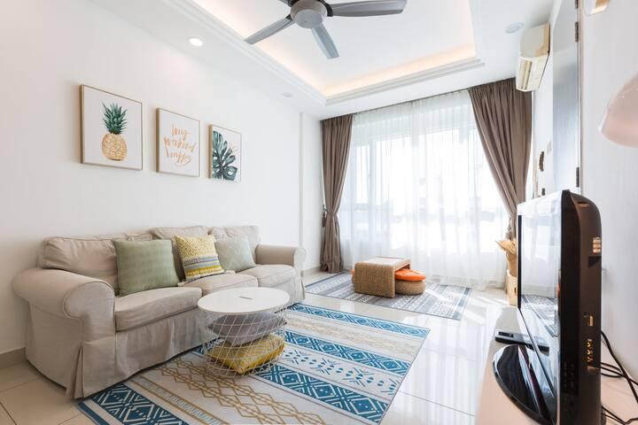 Minimalist 2 BR Condo ❥ 4-5 Pax | Queensbay Penang
