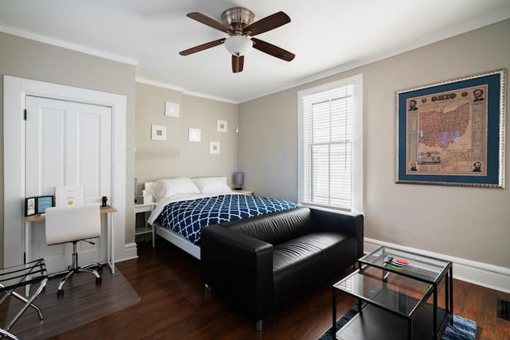 Short North Studio with off-street parking