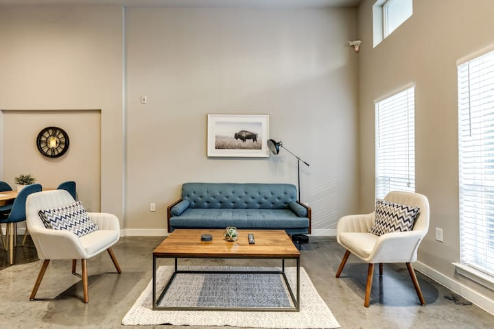 ❤️  Spacious KING Suite Near W 7th & Downtown!!