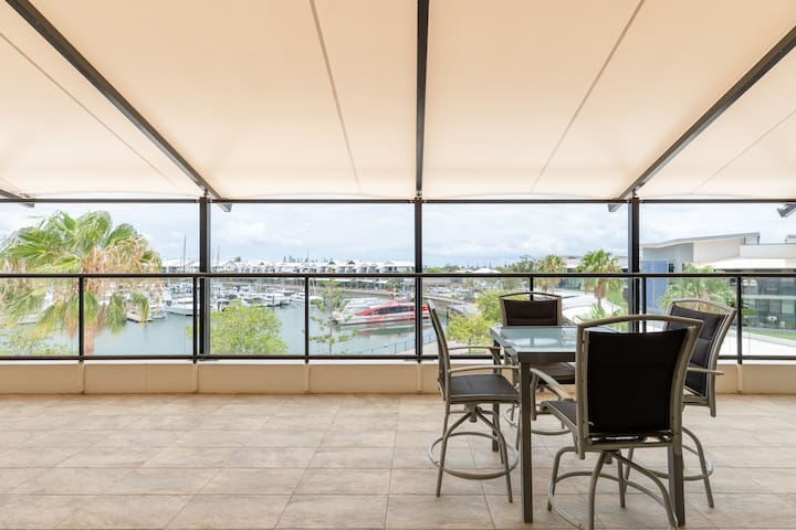 Four Bedroom Penthouse on Raby Bay Cleveland Qld