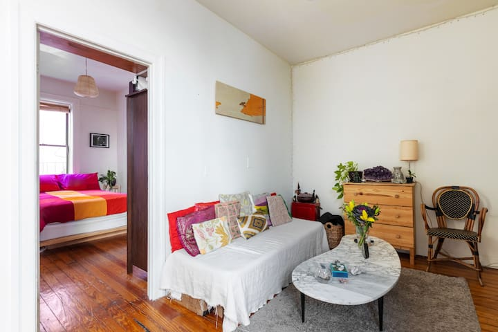 Gorgeous & bright BR in the Heart of Williamsburg!
