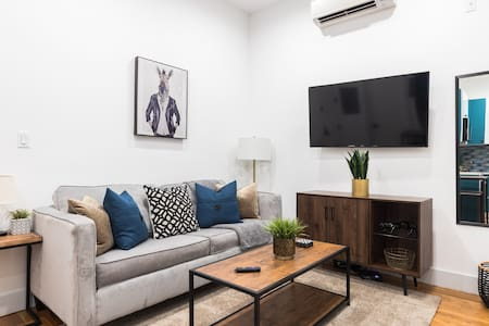Spotless Bright & Modern 2BR w Balcony & Rooftop