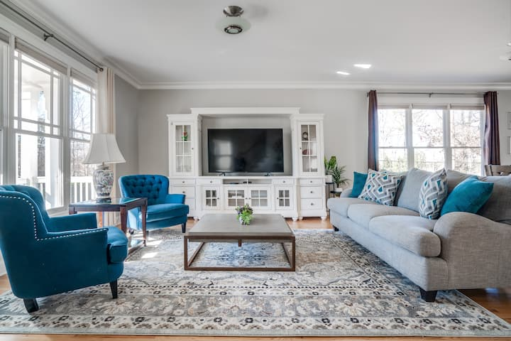 Stunning & Spacious Home in Quiet Neighborhood