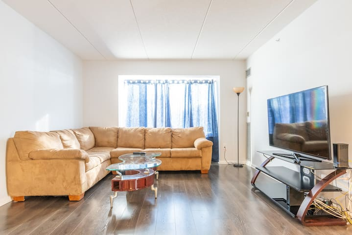 Spacious 2BR with NYC Views->20 Mins to Manhattan!