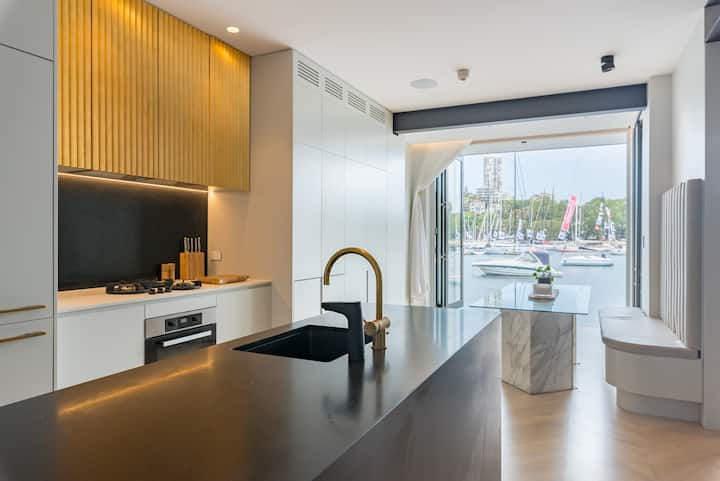 Private Sydney  Harbour Waterfront Apartment