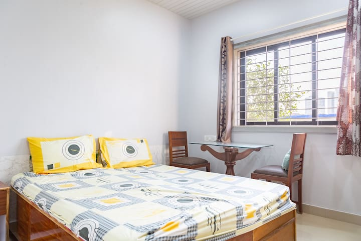 Bedroom 3 double bed with toilet private.