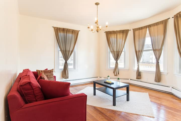Homely retreat w/ Self Check-in & Free Parking