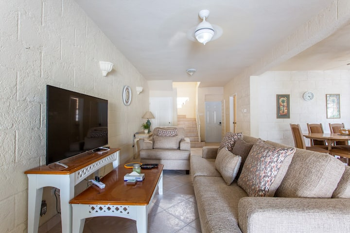Fully Equipped Townhouse Near Brandon's Beach