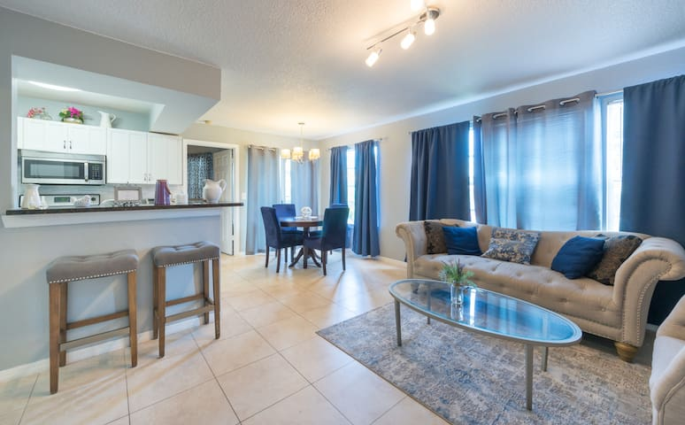 Five Star Condo • Modern and close to attractions