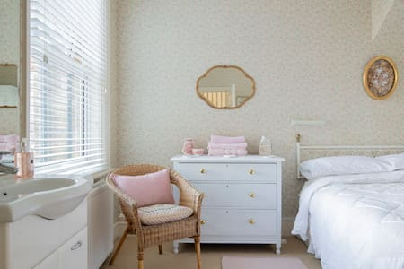 BY THE BEACH - Double room