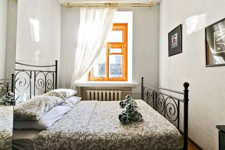 2-room apart. on Kutuzova avenue, 21