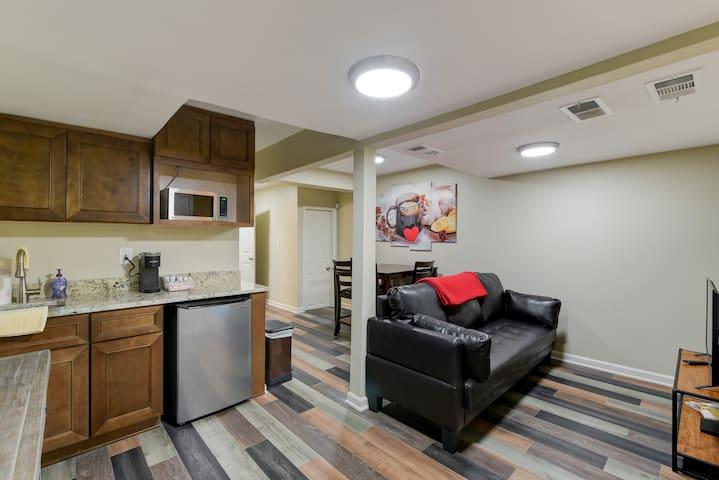 Affordable sleep 6 renovated ground floor unit