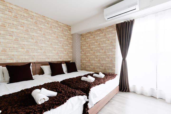 一间房2张双人床2张单人床6人。 2019免费的新WIFI。