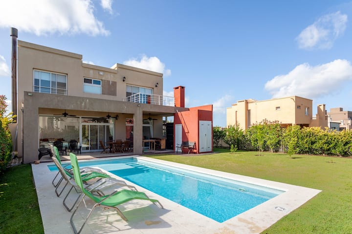 Weekend/ Holiday Relax House Pilar Del Este