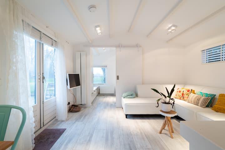 Modern boshuisje met vrij uitzicht