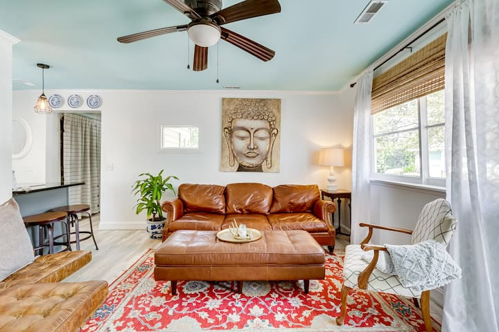 Buddha Bungalow - 10 min to Folly Beach + Downtown