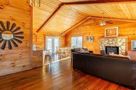 Beautiful 5-acre, 3-bed, 2-bath home near Franklin