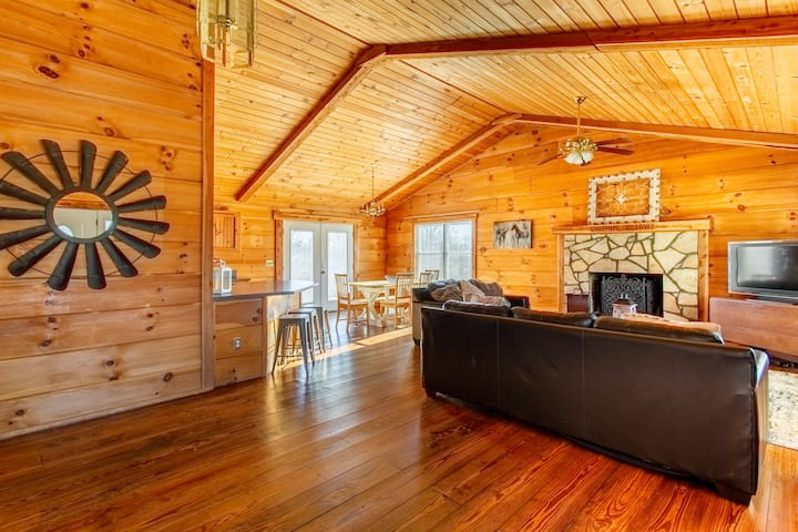 Beautiful 5-acre, 3-bed, 2-bath home near Franklin