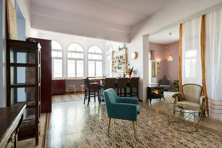 Luxury Artistic Apartment By The Baháí Gardens