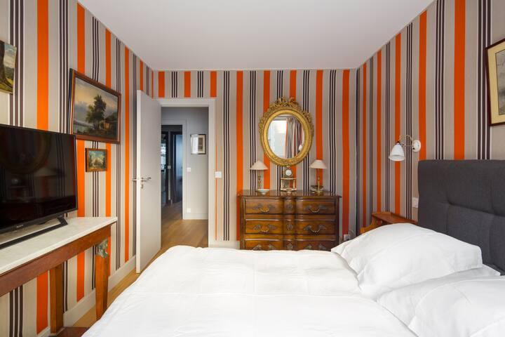 chambre avec 1 lit double de 160 cm