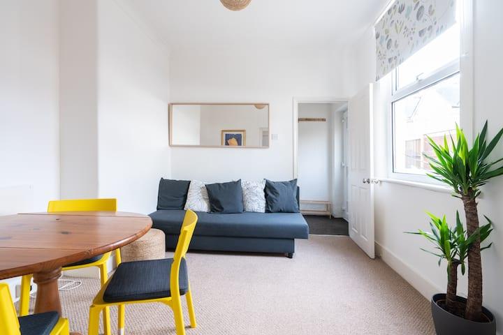 Convenient 1 Bed Apartment London Southend Airport