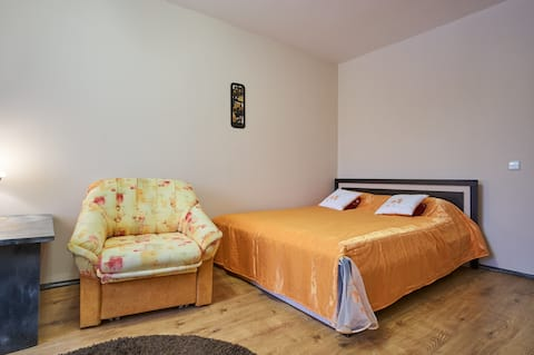 Light apartments 10 mins from metro WiFi TV